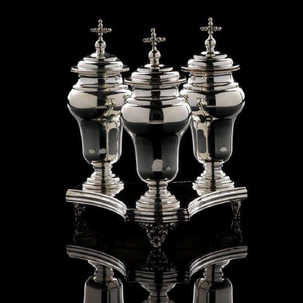 Realizzazione Ampolle in argento per olio santo e vassoio